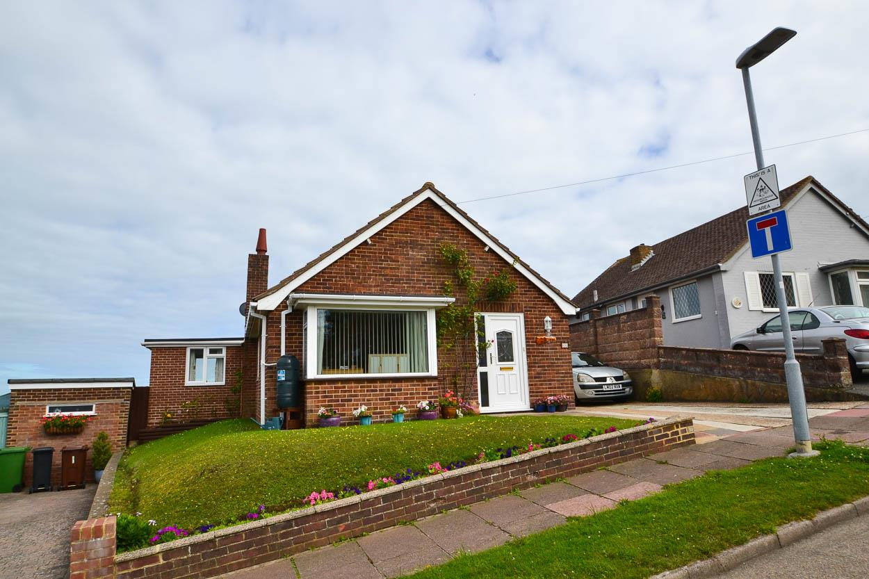 3 Bedrooms Bungalow for sale in Tovey Close, Eastbourne